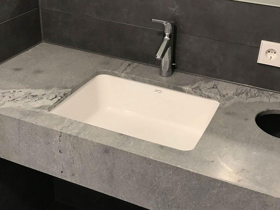 Gäste WC Naturstein Atlantic Grey Badmanufaktur Zimmer